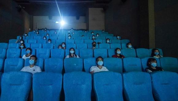 Dos empresas anunciaron la reapertura de sus salas de cine, con medidas y protocolos para evitar el contagio del coronavirus. (Foto de archivo: AFP)