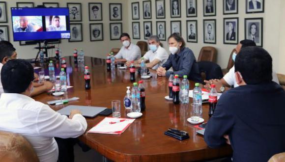El comando técnico encabezado por Ricardo Gareca tuvo una reunión con miembros de la FPF. (Foto: FPF)