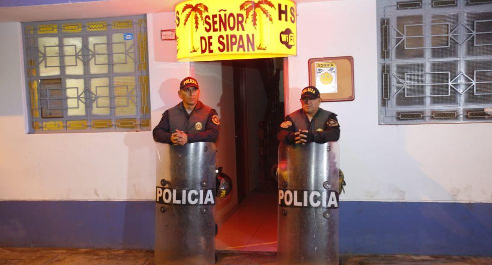 La Policía Nacional interrogó a seis personas implicadas en el crimen que se habría realizado en el hotel Señor de Sipán de San Martín de Porres (Foto: Cesar Grados / GEC)