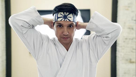 """Según una teoría, un breve momento en """"Karate Kid Part II"""" podría inspirar la premisa de la temporada 3 de """"Cobra Kai"""" (Foto: Netflix/ YouTube)"""