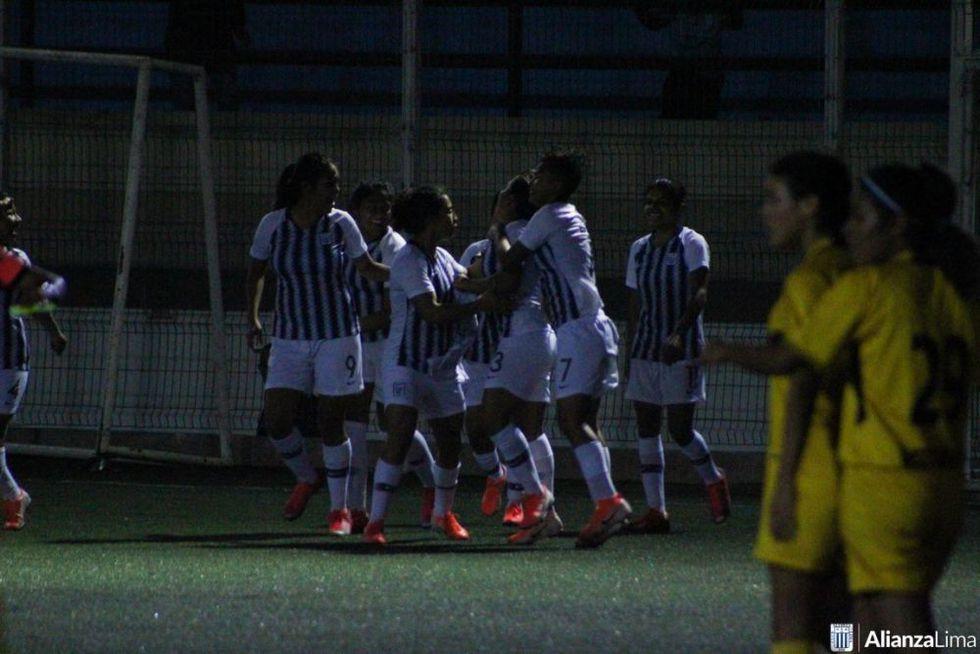 El equipo femenino de Alianza Lima juega en el campo auxiliar del estadio Alejandro Villanueva. Este, de césped sintético, no está capacitado para tener público. (Foto: Alianza Lima)