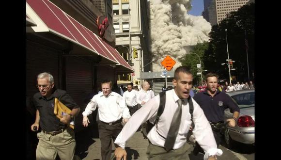 Stephen Cooper es el hombre que podemos ver corriendo en la esquina de la izquierda. (Foto:  Suzanne Plunkett /AP)