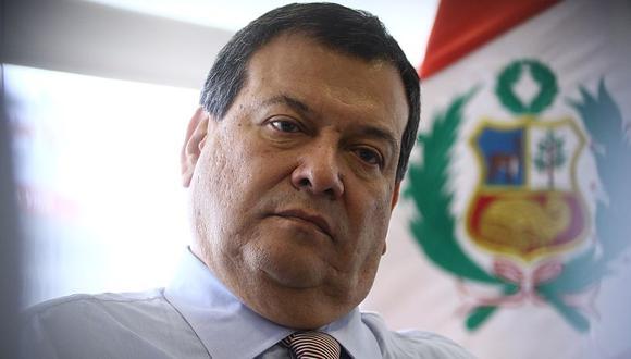 El ministro de Defensa, Jorge Nieto, habló ante la prensa mientras realizaba actividades en Iquitos. (Canal N)