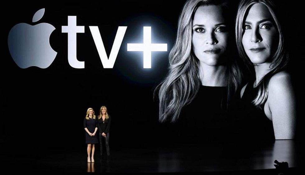 Reese Witherspoon y Jennifer Aniston tienen una serie propia en Apple TV+, The Morning Show (Foto: AFP)