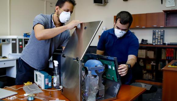 Luego de cuatro semanas de trabajo, Castañeda y su equipo desarrollaron el primer prototipo de ventilador mecánico Masi. (PUCP)