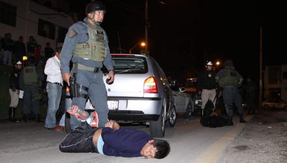 Solo el 50% de policías combate la delincuencia a tiempo completo. Además, 55.000 efectivos trabajan para particulares en su día de franco. (Foto: El Comercio)