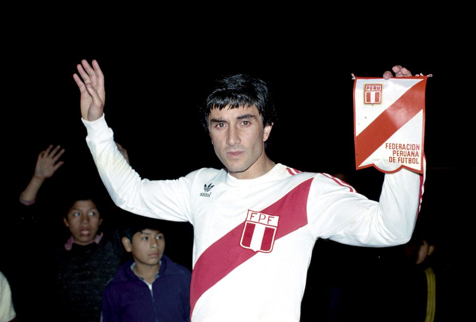Camiseta de 1978 de la marca Adidas. En la foto, el ex seleccionado Juan Carlos Oblitas. (Foto: Archivo El Comercio)