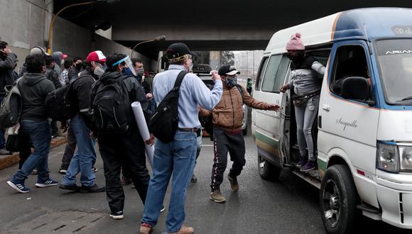 Las empresas que mantengan multas no serán beneficiadas con el subsidio, informó el ministro Carlos Lozada. (Foto: Ángela Ponce/GEC)