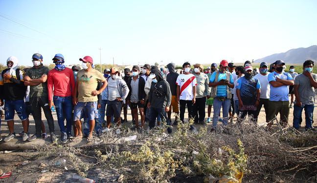Manifestantes mantienen bloqueada la Panamericana Sur por cuarto día consecutivo. (Foto: Hugo Curotto)