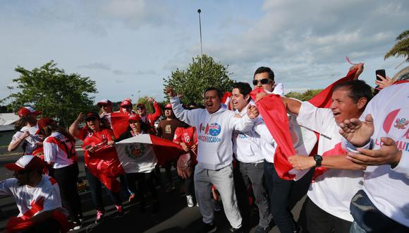 Selección: hinchas alentaron a Perú en tercer entrenamiento. (Foto: El Comercio/Lino Chipana)