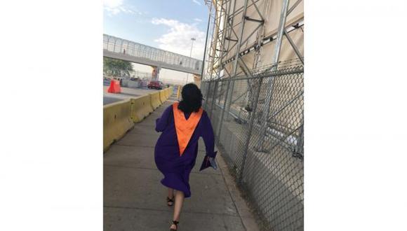 En un video que rápidamente se volvió viral en las redes sociales, se observa a Lesile Silva, cruzar el puente internacional Ysleta-Zaragoza, uno de los tres que une a El Paso, Texas, con la limítrofe comunidad mexicana de Ciudad Juárez, para ver a su padre antes de graduarse de la escuela preparatoria Eastlake High School el pasado domingo.