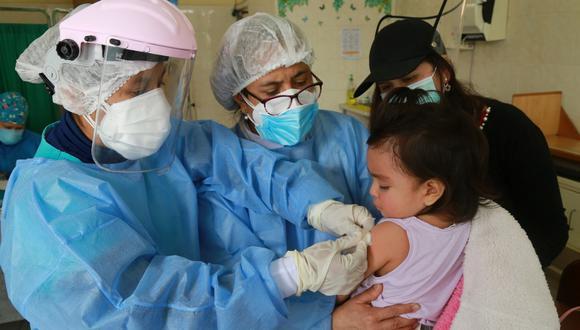 Según la Defensoría del Pueblo y la Endes 2020, por la pandemia se redujeron las intervenciones a menores como las vacunas y la entrega de suplementos de hierro. (Foto: Unicef)