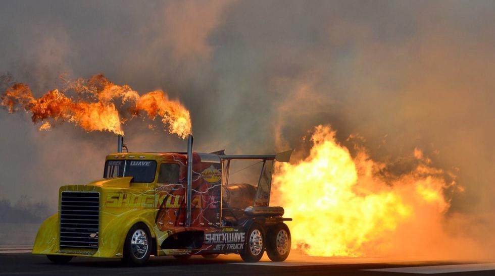 El Slockwave es un potente camión que ostenta un récord de velocidad de 605 km/h. (Fotos: Slockwave).