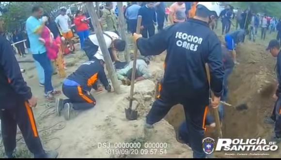 El video del dramático rescate de la bebé de un año que cayó en un pozo de 5 metros. Foto: Captura de video