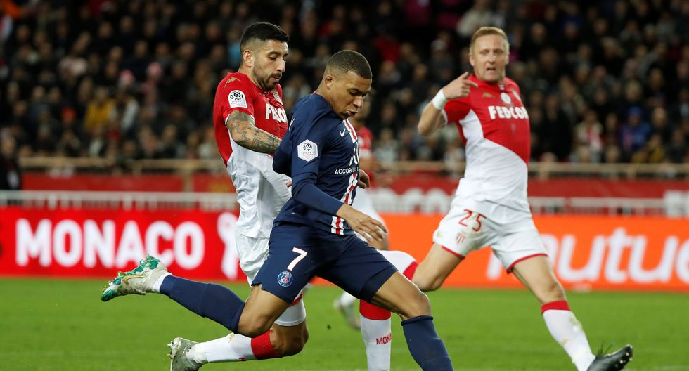 Soccer Football - Ligue 1 - AS Monaco vs Paris St Germain - Stade Louis II, Monaco - January 15, 2020   Paris St Germain's Kylian Mbappe scores their first goal      REUTERS/Eric Gaillard