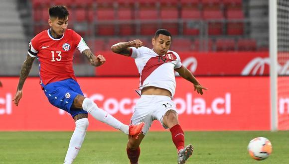Yoshimar Yotún es uno de los líderes de esta selección que vive una de sus horas más críticas con Ricardo Gareca. (Foto: EFE)