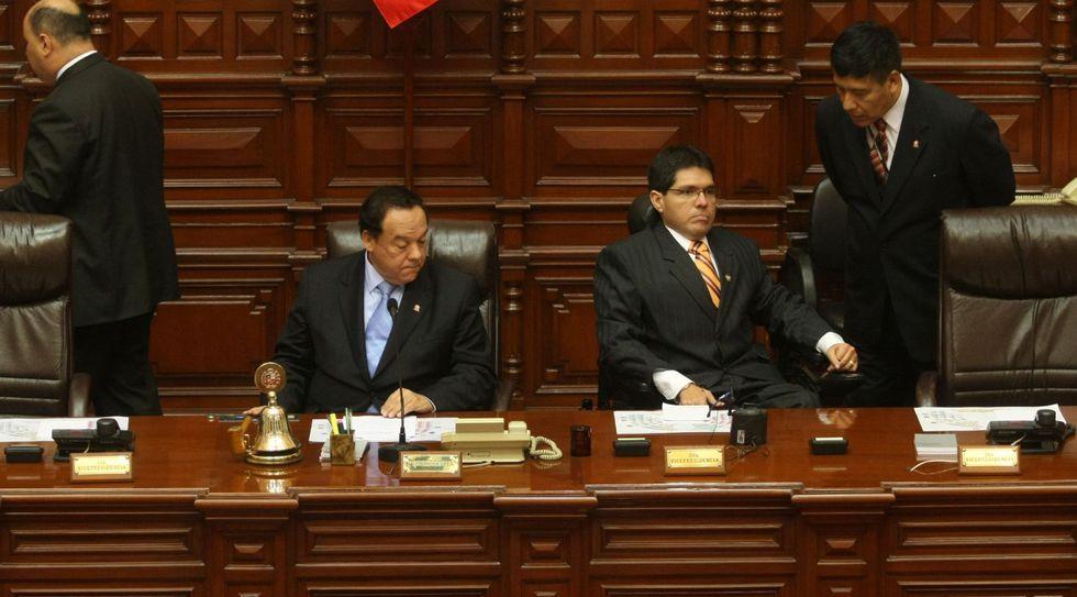 Durante el segundo gobierno de Alan García, Luis Alva Castro fue uno de los apristas que presidió el Congreso. Lo acompañó en la Mesa Directiva Michael Urtecho, que en el quinquenio siguiente protagonizaría un escándalo.  (Foto: El Comercio)