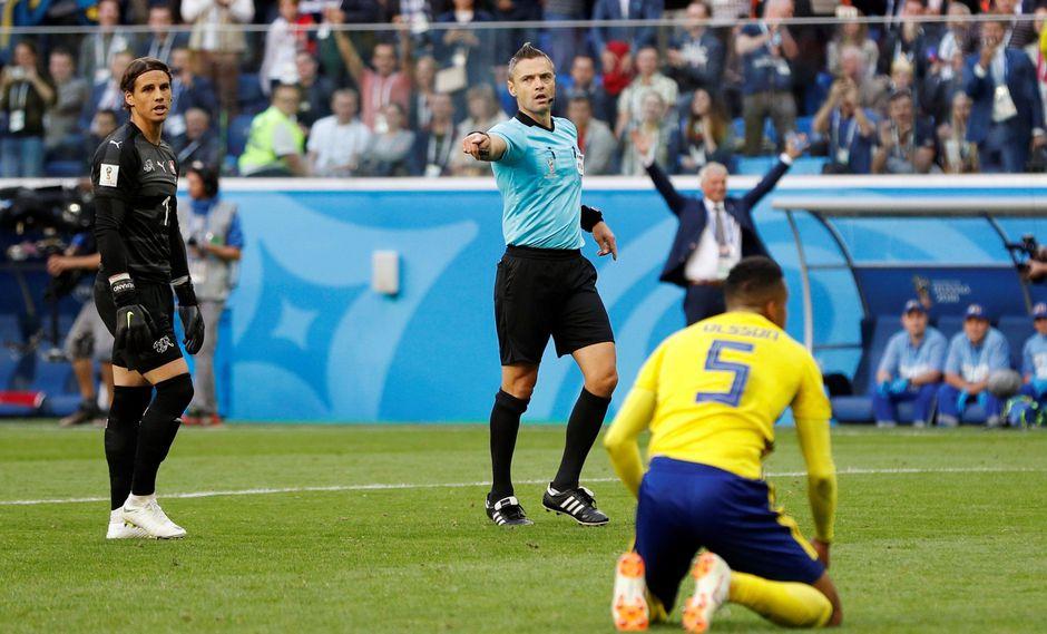 Sobre el final del Suecia vs. Suiza, el VAR fue protagonista. (Foto: Reuters)
