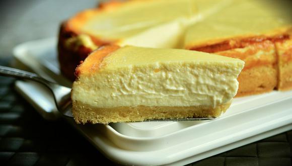 Una base de crujiente galleta y una crema de queso compacta son básicas en un pye de queso o New York Cheesecake. (Foto: Pixabay)