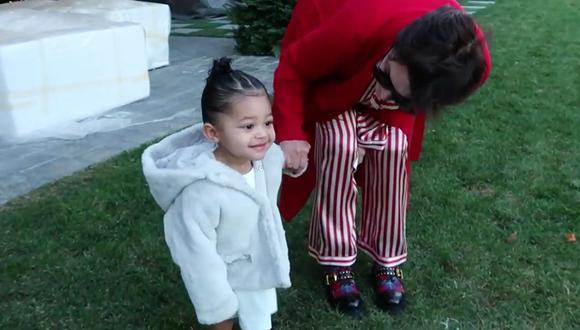 Kris Jenner suele en reiteradas ocasiones el amor que le tiene a su nieta Stormi Webster, hija de Kylie Jenner. (Captura de YouTube)