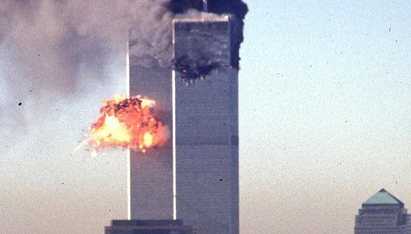 Un avión comercial secuestrado se estrella contra el World Trade Center el 11 de septiembre de 2001 en Nueva York. (FOTO SETH MCALLISTER / AFP).
