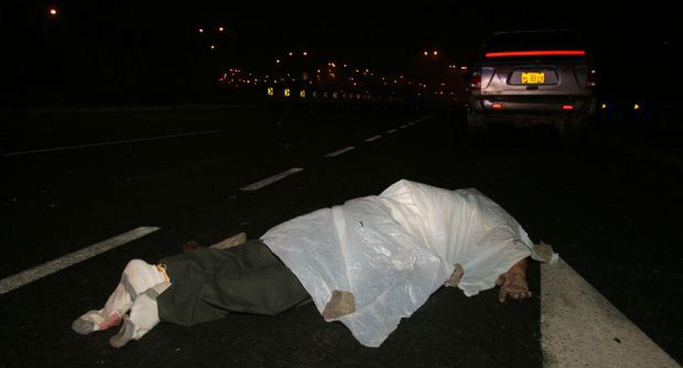 Hallan dos cadáveres en la Panamericana Sur