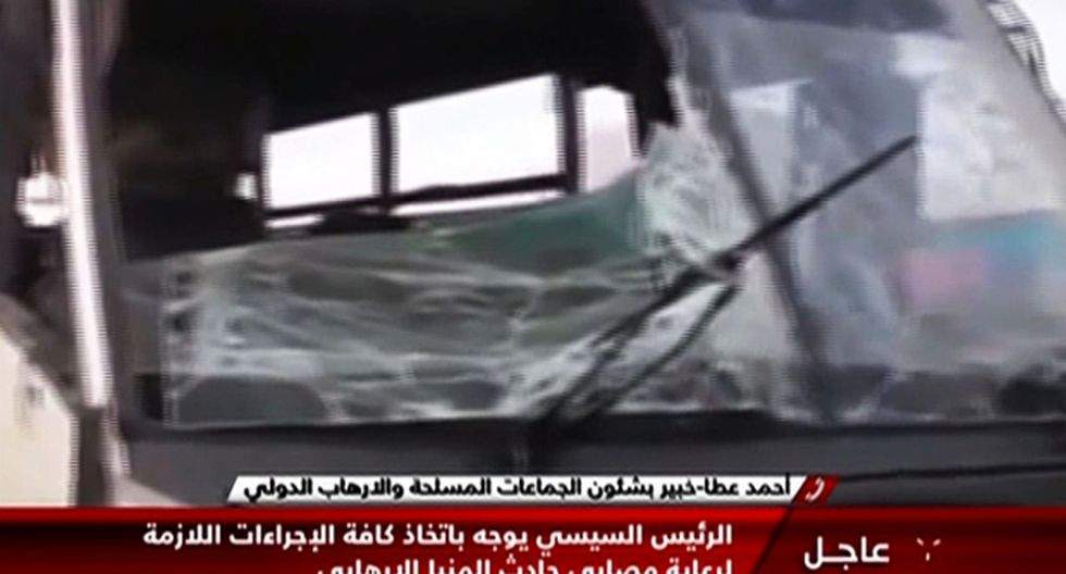 Hombres enmascarados emboscaron el viernes un autobús con cristianos coptos que viajaban a un monasterio al sur de la capital de Egipto. (Foto: AFP)
