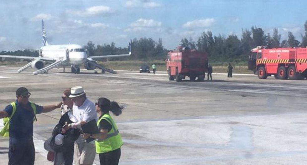 Cuba: Pasajeros desalojan avión por presencia de humo en motor