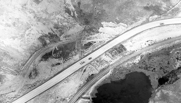 En octubre de 1966 nuestros reporteros gráficos Tomás Matta y Enrique Wong registraron, desde el aire, la competencia automovilística en el tramo de Ticlio. Foto: GEC Archivo Histórico