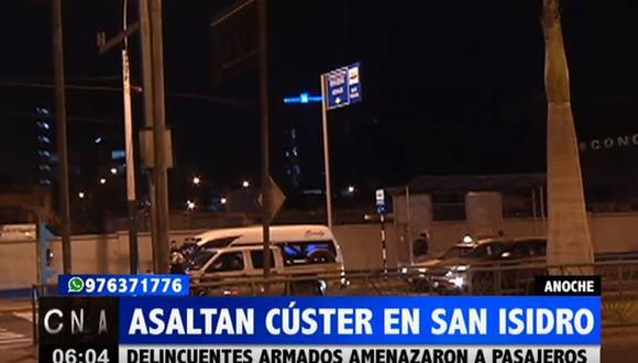 Asalto ocurrió anoche en el paradero Las Flores de San Isidro, según denunciaron los pasajeros agraviados. (Captura: ATV+)