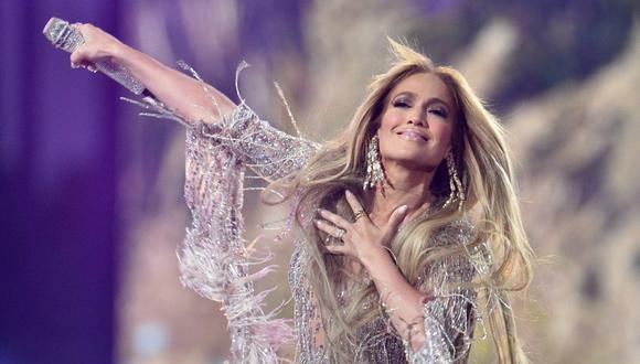 Jennifer Lopez cautivó con tres actuaciones a los asistentes al concierto 'Vax Live' en Los Ángeles. (Foto: AFP)