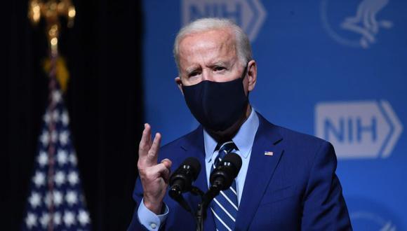 El presidente de los Estados Unidos, Joe Biden, habla durante una visita a los Institutos Nacionales de Salud (NIH) en Bethesda, Maryland. (Foto: AFP / SAUL LOEB).