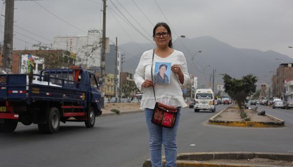 En la cuadra 6 de la avenida Angélica Gamarra, en Los Olivos, un chofer de Taxi Beat sin autorización municipal retrocedió intempestivamente (infracción grave) y mató a la madre de Milenka. (Foto: Marco Ramón)