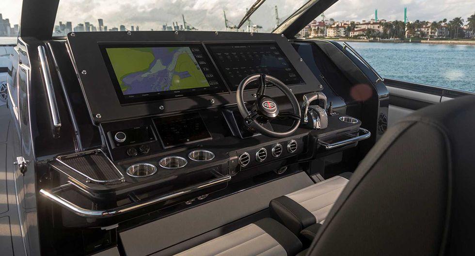 La lancha Tirranna AMG Edition equipa seis motores que desarrollan 2580 HP. Por su parte, el Mercedes-AMG G 63 Cigarette Edition desarrolla 576 HP. (Fotos: Mercedes-AMG).