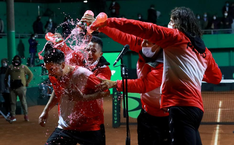La delegación peruana de tenis que se presentó en la Copa Davis supo hacerse fuerte para vencer a su similar de Bosnia y Herzegovina en cinco juegos   Créditos: Tenis al máximo / Rolly Reyna
