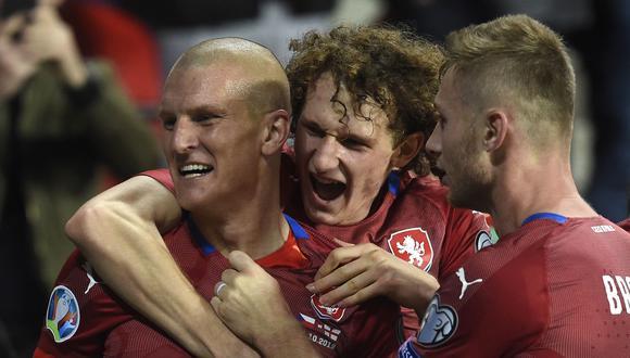 Zdenek Ondrasek ingresó en el segundo tiempo y marcó el 2-1 definitivo con el que República Checa sometió a Inglaterra. (Foto: AFP)