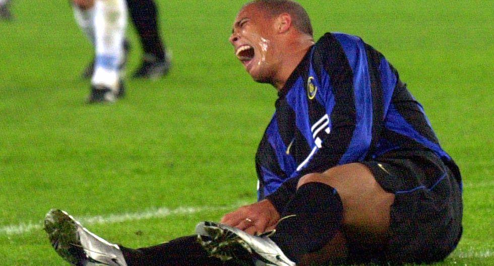 Terrible imagen del momento de la lesión de Ronaldo en el 2000. (Foto: AP)