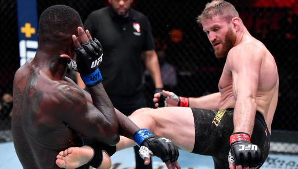 Blachowicz venció a Adesanya y retuvo título del semipesado en la estelar del UFC 259
