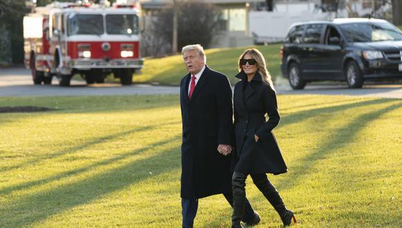 El presidente de los Estados Unidos, Donald Trump, y la primera dama Melania Trump (derecha) salen de la Casa Blanca, en Washington, el 23 de diciembre de 2020, rumbo a Mar-a- Lago en Palm Beach, Florida. (EFE/EPA/Chris Kleponis / POOL).