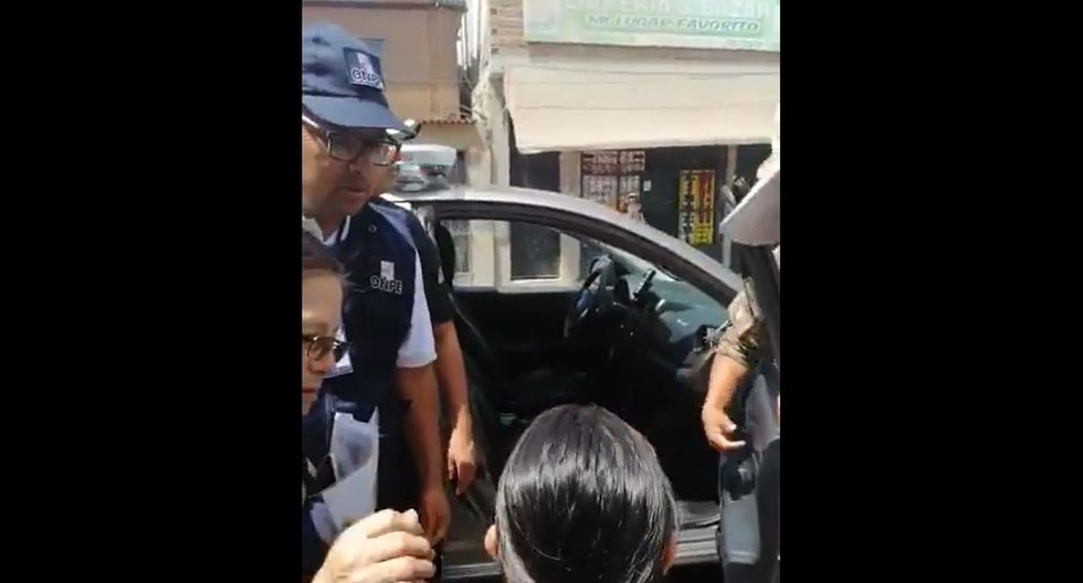 De manera inmediata, la gestante fue retirada del centro educativo y traslada a un nosocomio cercano con la ayuda de un patrullero que circulaba por la zona. (Foto: Captura Video de Radio Nacional)