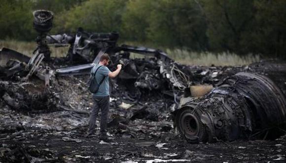 Ofrecen US$ 30 mlls. por pistas del avión derribado en Ucrania