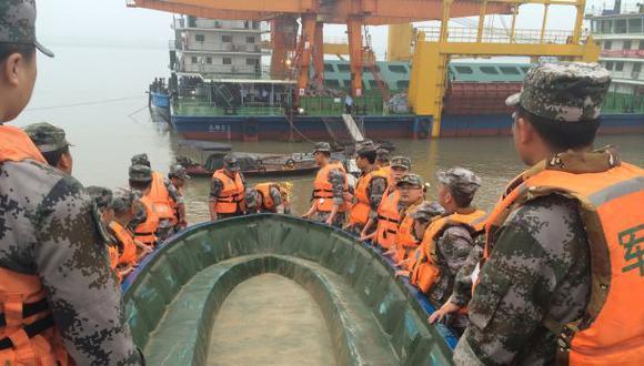 China: Un barco naufraga con más de 450 pasajeros a bordo