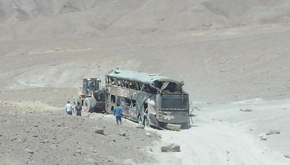 Diez muertos y más de 40 heridos dejó caída de bus a un abismo