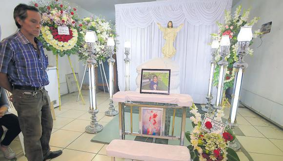 La niña fue velada desde las 8 p.m. de ayer en su casa, en San Juan de Lurigancho. Su familia pidió que se capture lo más pronto posible al asesino. (Jessica Vicente / El Comercio)