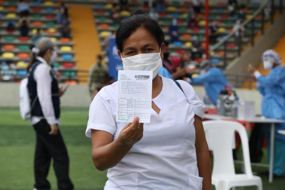 En el segundo día de la campaña de vacunación contra el COVID-19 se inmunizará a médicos y enfermeros del Hospital Vitarte, en el distrito de Ate. (Foto: Britanie Arroyo / @photo.gec)