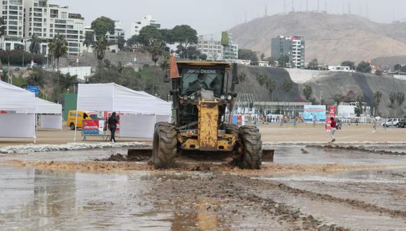 Los 'vacunacar' de la playa Agua Dulce y la explanada de la Costa Verde - en Magdalena - fueron cerrados por fuerte oleaje (Foto: Lino Chipana / @photo.gec)