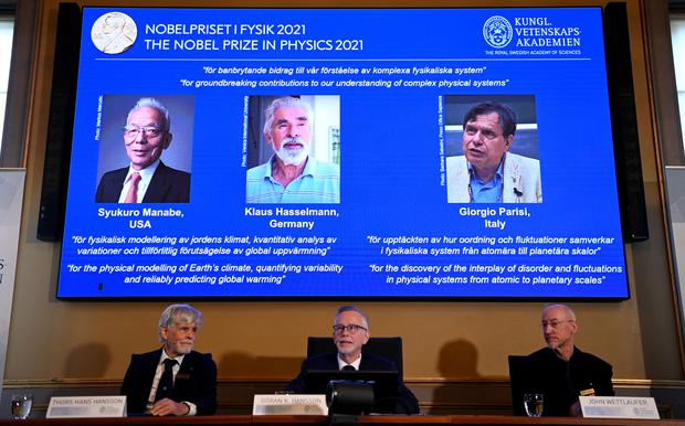 Siokoro Manabe (1°), Klaus Haselmann e Giorgio Baresi condividono il premio.  (Foto: Jonathan Naxstrand/AFP)