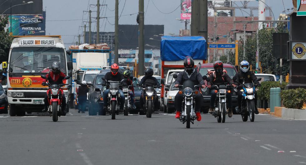 Todos estos choferes de moto tienen una licencia emitida por alguna municipalidad provincial, como el Callao, Chincha, Huarochirí o Canta. El MTC no tiene un padrón de ninguna de ellas: solo existen para cada municipio, pero a la vez, cada una es válida a nivel nacional (Foto: Lino Chipana Obregón)-