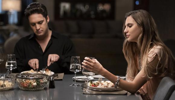 """Diego Boneta y Macarena Achaga en escena del capítulo 3 de la segunda temporada de """"Luis Miguel, la serie"""". (Foto: Netflix)"""