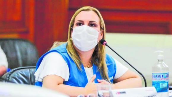 Fiorella Molinelli, presidenta de EsSalud, habló sobre los centros de vacunación y la cantidad de adultos mayores que serán inoculados de forma presencial. (Foto: Difusión)